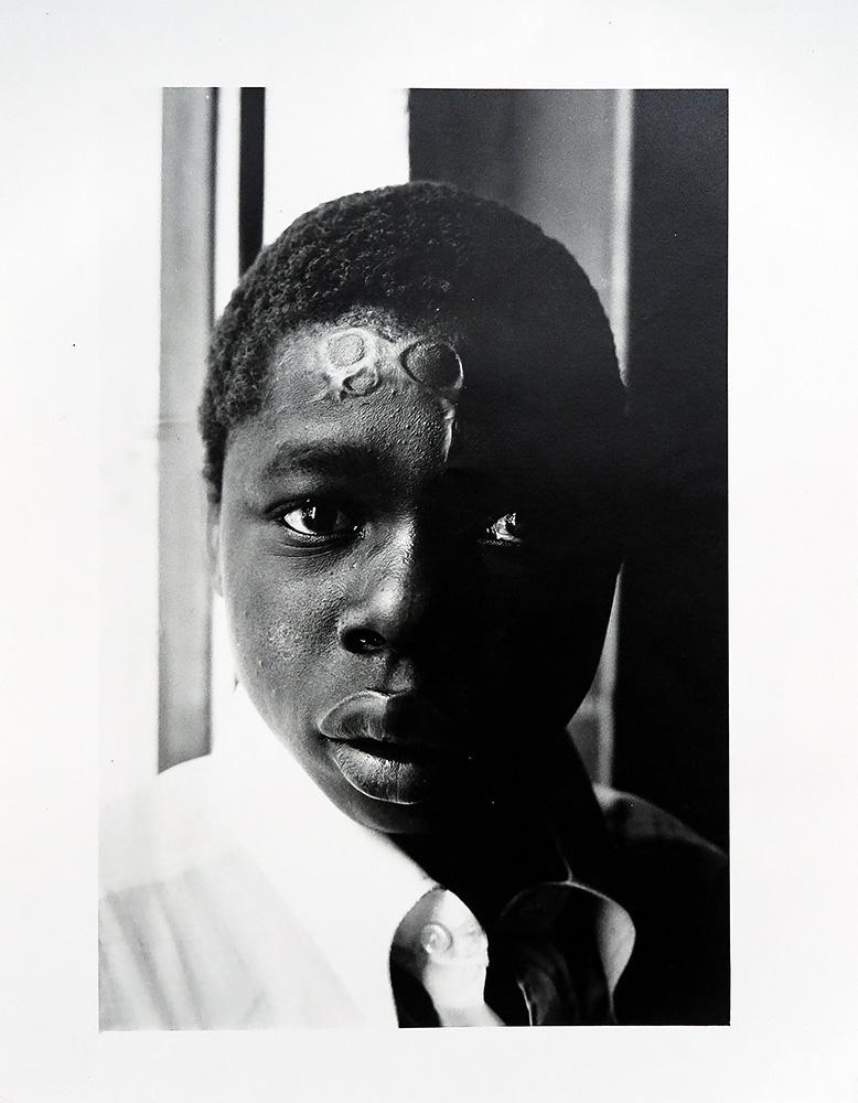 Jeune berger marqué au fer rouge après avoir perdu une bête, Changalane, 1972